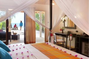 Jacuzzi Beach Villa – Vilamendhoo Island Resort